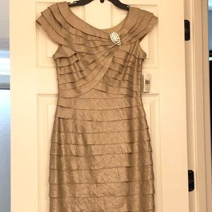 London Times gold cocktail dress semi formal gown